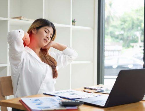 Exercices de mobilité et d'assouplissement devant son poste de travail